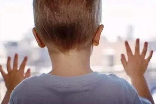 ВКрасноярском крае изокна выпал трёхлетний ребёнок