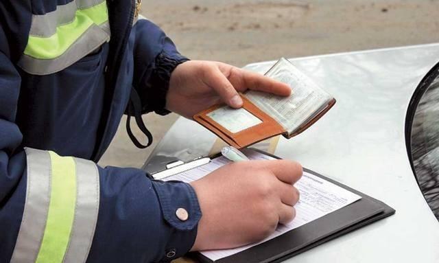 Красноярского водителя, который посадил заруль БМВ ребенка, крупно оштрафовали