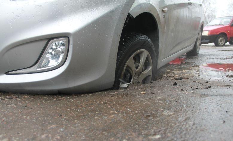 Владелица автомобиля Лексус отсудила около ₽100 тыс. заяму надороге