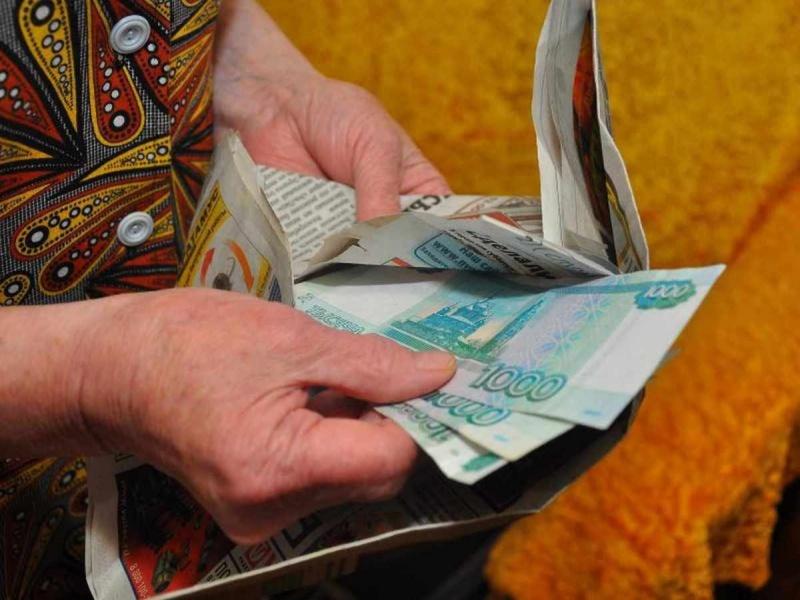 Мошенницы подменили пенсионерке 400 тыс. руб. накупюры «банка приколов»