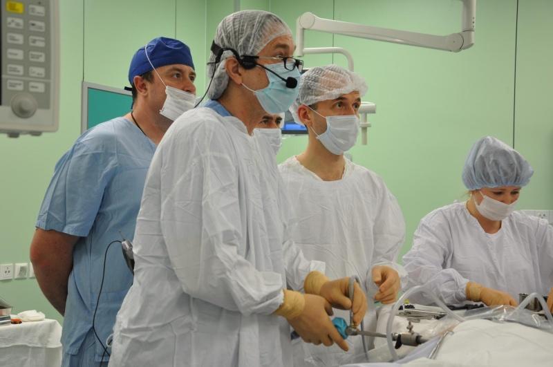 Красноярские медсотрудники онкологического диспансера провели неповторимую операцию
