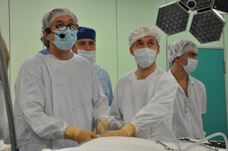 Красноярские хирурги восстановили пациенту пищевод через восемь проколов