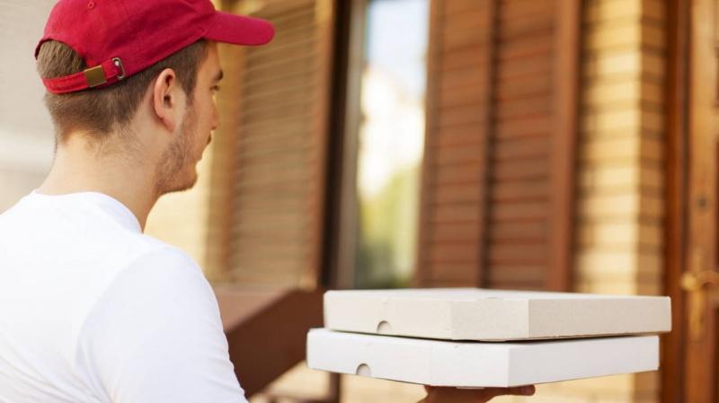 ВКрасноярске мужчина совершил нападение надоставщика пиццы иограбил его