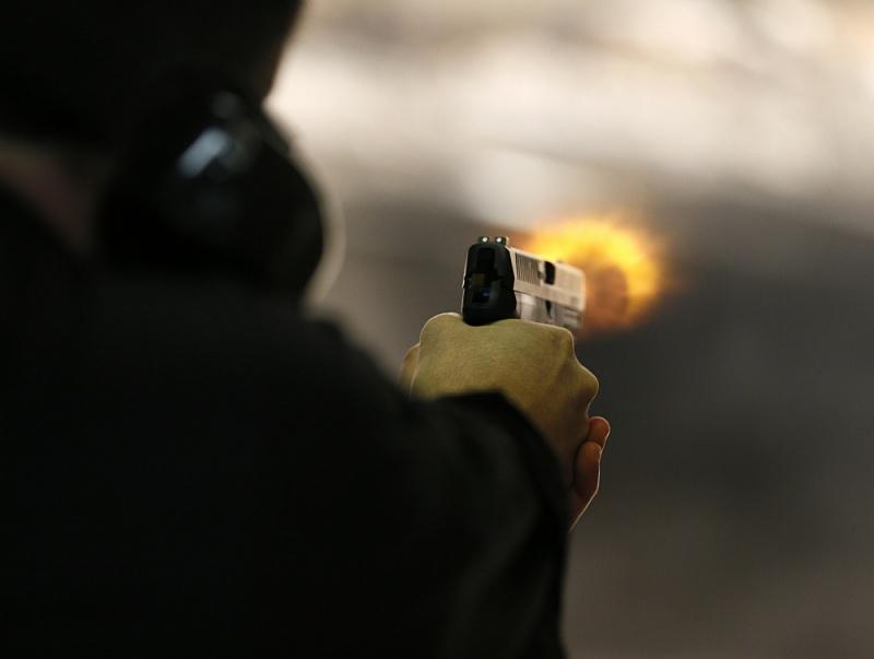 Предполагаемый сутенер выстрелил в солдата Росгвардии вКрасноярске