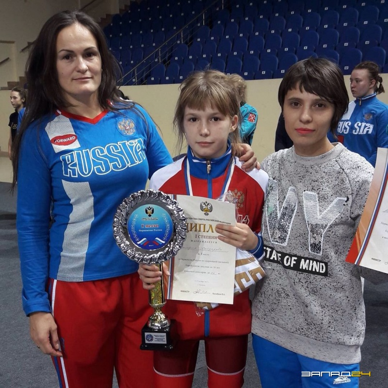 Кузбасские спортсменки завоевали медали напервенстве Российской Федерации повольной борьбе