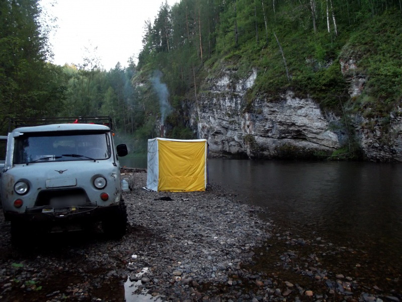 ВХакасии наберегу реки обнаружили автомобиль счетырьмя трупами