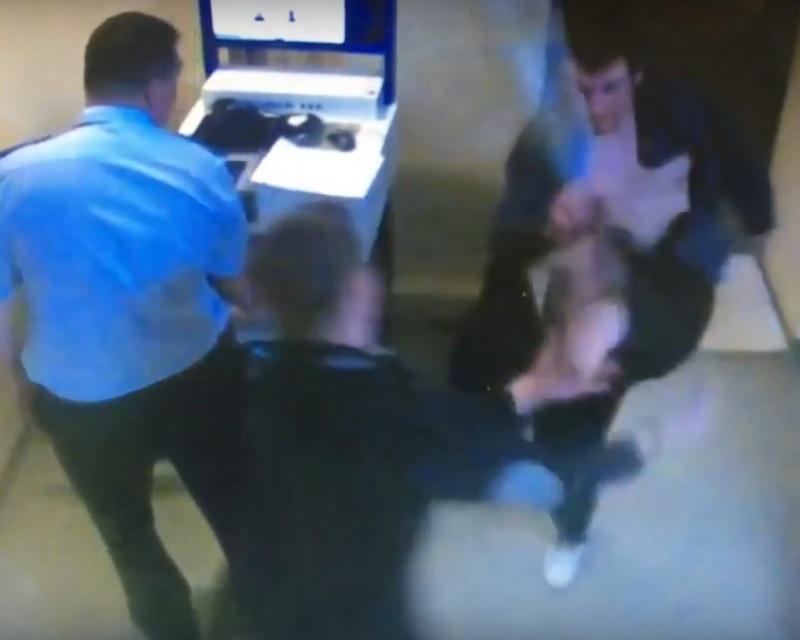 ВКрасноярске насотрудника милиции напал задержанный