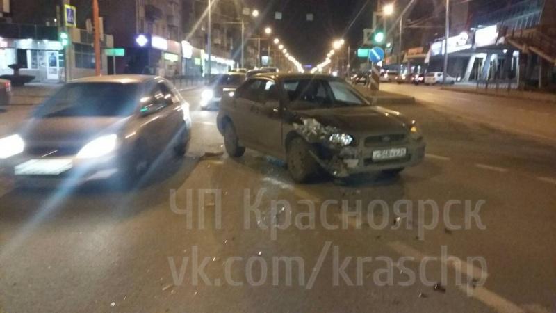 Массовое ДТП вКрасноярске: две иномарки едва неулетели вподземный переход