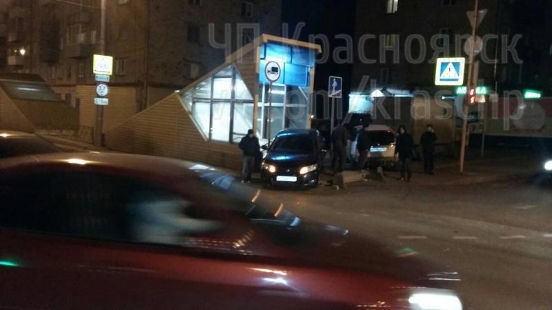 Размещены уникальные кадры ДТП сучастием четырёх авто вКрасноярске