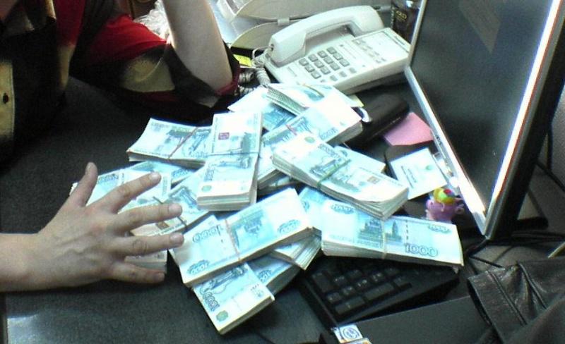 Супруги изКрасноярска ввиде мебельщиков выманили уклиентов 18 млн руб.