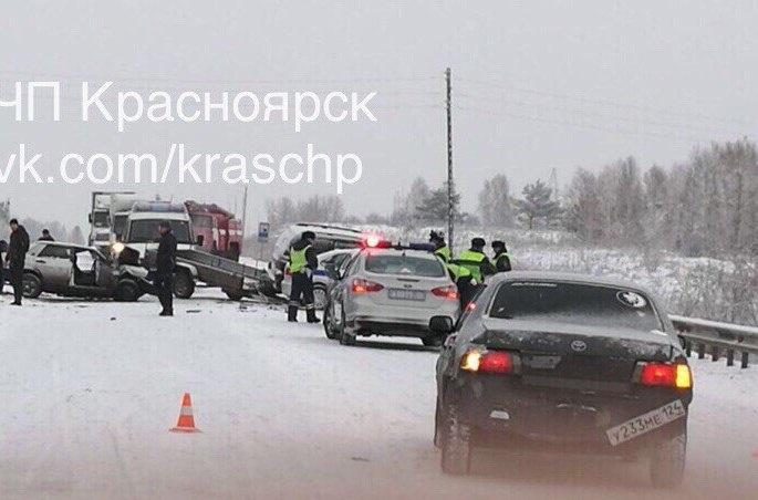 Под Красноярском участников трагедии отбросило напатруль ГИБДД