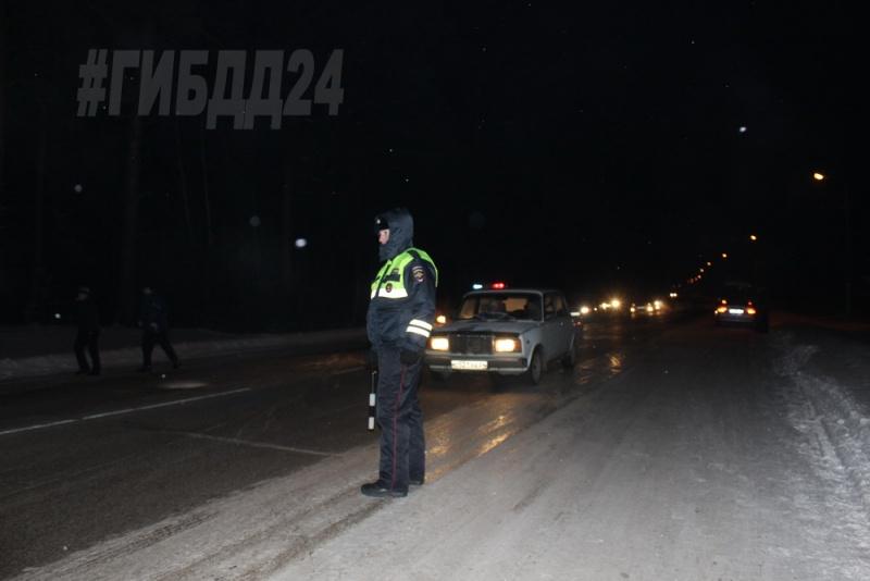 Насевере Красноярского края автобус врезался влесовоз