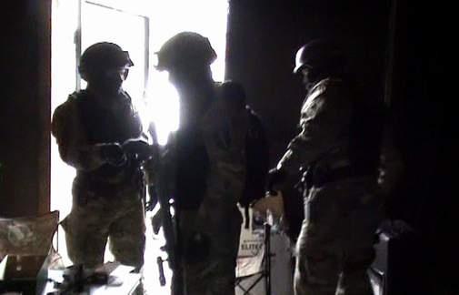 Красноярские ииркутские полицейские задерживали наркоторговцев, врываясь кним домой через окна