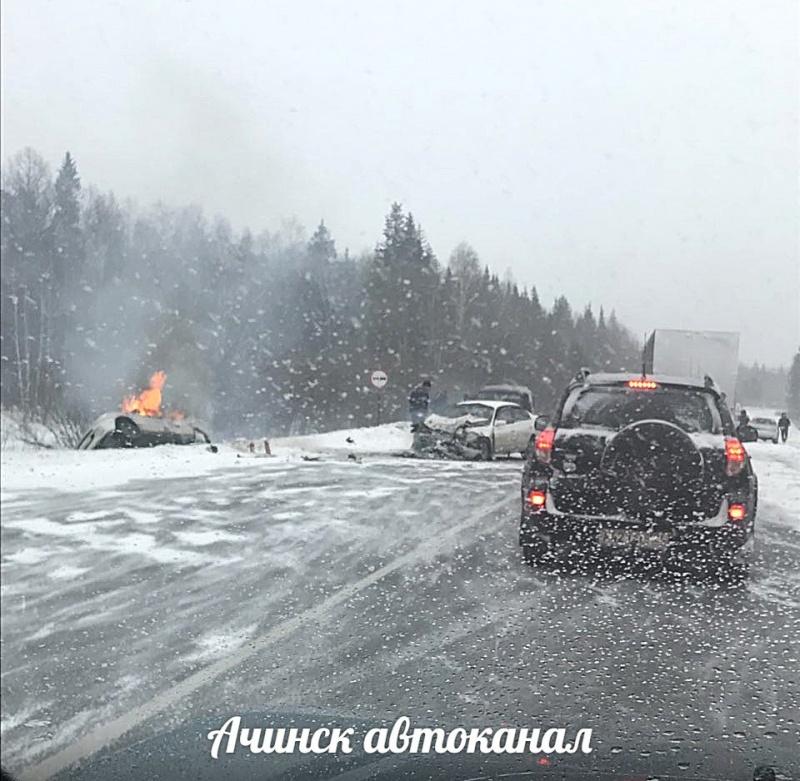 Шофёр ипассажир «Тойоты» сгорели живьем после лобовой трагедии под Красноярском