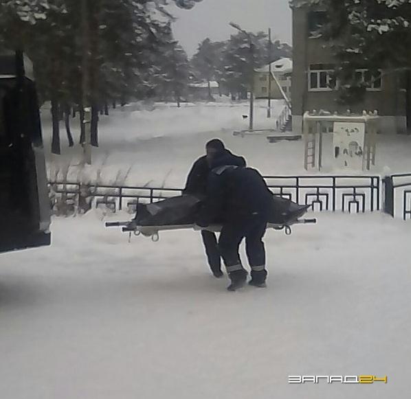 Личные проблемы называются первопричиной смерти мужчины водворе школы вЛесосибирске