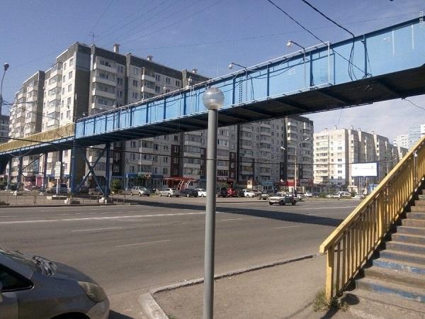 Мэрия Красноярска хочет освободиться отпешеходного моста наМолокова